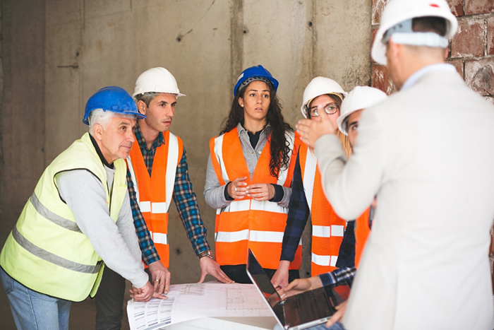 manager talks to contractors